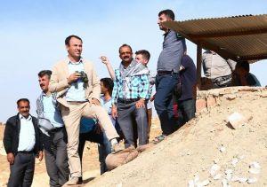 Faysal Sarıyıldız sınırda Kobane'yi izlerken Foto: http://sanliurfaguncel.com/